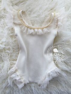 Brandi Romper / Romper CollectionSize | NewbornColor | Cream Details | Gorgeous silk romper with hand sewn beaded necklace which can be flipped to from or backCare | Hand wash lay flat to dryNote | Product intended as a photo prop. Do not leave baby unattended.Photo | Ama Bella Rosa