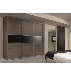 armario de tres puertas correderas con plafn central en cristal negro y perfiles de aluminio