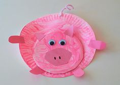 Paper Plate Piggies: Perfect for a Farmyard Theme, or to make as a companion to reading the Three Little Pigs, these paper plate piggies are simple to make and oh so cute!