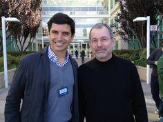 Com Luiz Furlan, em frente ao HQ da Apple, em Cupertino.