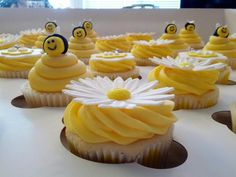 cool bee cupcakes