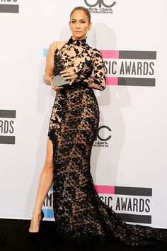 love the outfit and love J.Lo! She is gorgeous <3