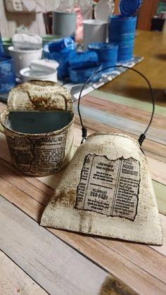 Tin Can Art, Tin Art, Recycled Crafts, Handmade Crafts, Diy And Crafts, Plastic Coffee Containers, Diy Cans, Tin Can Crafts, Altered Tins