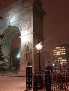 New York and #snow #NYC #winter http://www.amplificationinc.com/