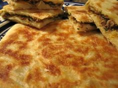 Kefta Msemen (Rghaif) - Moroccan Pan-Fried Dough Stuffed with Gound Beef ~ Ramadan Recipes Moroccan Bread, Morrocan Food, Moroccan Kitchen, Moroccan Dishes, Stove Top Bread Recipe, Asian Recipes, Ethnic Recipes, Moroccan Recipes, Good Food