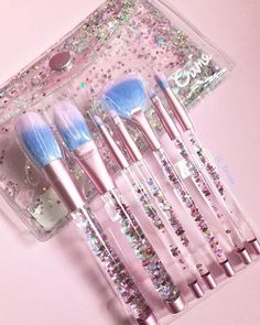 AQUARIUM Brush Set features soft cruelty-free fibers and moving liquid glitter handles! Available on limecrime.com | Pic: @_fariine_