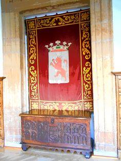 Fanal con el escudo del Reino de Leon. Palacio de los Guzmanes.