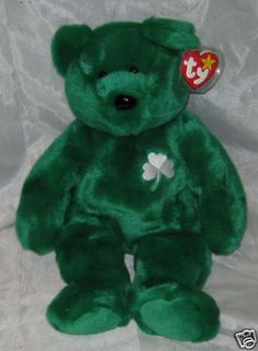 Erin the Beanie Babyis the first bear to represent a countrybut not wear the country's flag! From the Ty Beanie Buddies collection. One of the Teddy Bear style TY Buddies. Beanie Babies Value, Beanie Baby Bears, Ty Beanie Boos, Ty Bears, Ty Babies, Beanie Buddies, Beanies, Stuffed Animals, Babys