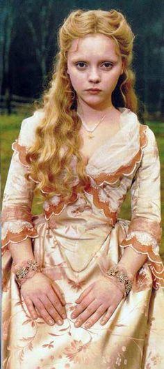 Sleepy Hollow (1999). Costume Designer: Colleen Atwood.                                                                                                                                                      Más