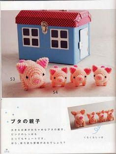 レース針6号(1.0mm)使用 旦那の同僚の方から「私にも編んで!豚ちゃんがいいな♪」とリクエストをいただき、 編み図を探して編みました。編み図も日本のもので、見つけたのは外国の方のブログですが 探すたびに日本の編み図はよく出てきます。 それくらい、日本のものはかわいくて丁寧で人気があるんだな~と毎回思います^^ とてもかわいくて、自分も欲しい! そんなかわいい子豚の編み図をせっかくなのでシェアします。     編み図は画像をクリックするとさらに大きくなります。↓    参照:http://solocrochet-manualista.blogspot.com/search/label/amigurimis またこんなかわいい子豚さんも! これは一回で編めるので楽そうです。  Free pattern: http://lucyravenscar.blogspot.com/2010/02/heres-another-pattern-from-last-years.html ただこちらはUSスタイルのパターンです。…