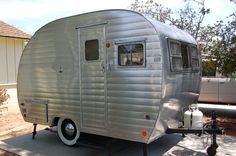 canned ham travel trailer Old Campers, Vintage Campers Trailers, Vintage Caravans, Camper Trailers, Auguste Derriere, Cargo Trailer Conversion, Classic Campers, Tiny Camper, Small Trailer