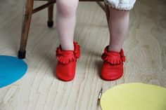 Amy & Ivor moccasins in Cherry, photo: @takepicturelady