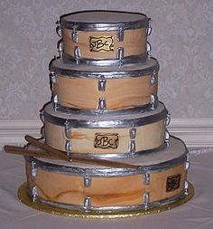 cool cake the  wood grain on this drum looks real. what an interesting wedding cake