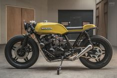 Sexy 1981 Honda custom Cafe build by ironwood's CR carbs, DNA pods and a free flowing new exhaust system topped w/… Honda Cb750, Cb750 Cafe, Yamaha, Vintage Motorcycles, Custom Motorcycles, Custom Bikes, Cb Cafe Racer, Cafe Racer Motorcycle, Cafe Racers