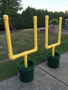 These DIY football posts would make a great backyard game for the summer. A little PVC pipe, buckets, cement and paint!