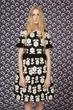 See the complete Orla Kiely Pre-Fall 2016 collection.