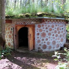 Sweat house at Aldermarsh Retreat   Photo:Sue Averett - gorgeous!