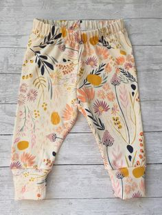 Absolutely beautiful neutral floral print cuff leggings are perfect addition to any little girls wardrobe. Dress them up with a sweet top knot,