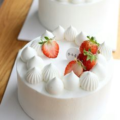 Fondant Cakes, Cupcake Cakes, Cupcakes, Pretty Cakes, Beautiful Cakes, Pastry Design, Mango Cake, Valentine Desserts, Easy Cake Decorating