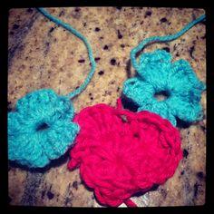 Heart & flowers beginner crochet!