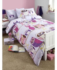 This Hoot Owl Single Duvet Cover and Pillowcase Set is perfect for little girls. The design features a collection of cute owls in different shades of purple on a lilac background.