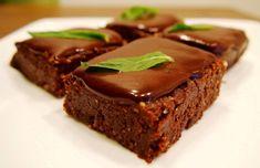Ten-Minute Raw Peppermint Slice with Choc Ganache (vegan) Raw Vegan Desserts, Raw Vegan Recipes, Vegan Treats, Almond Recipes, Vegan Foods, Mint Desserts, Healthy Treats, Choc Ganache, Chocolate Slice