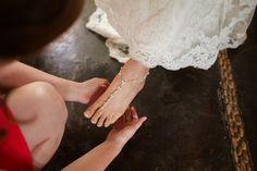 New trends for beach Weddings shoes / Nueva tendencia en Zapatos de playa para bodas  #BestDestinationWeddings #BeachShoes