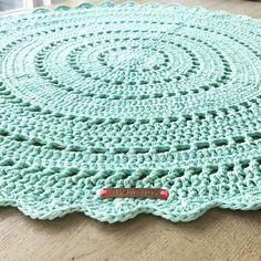 My round crochet carpet!  So in love!!