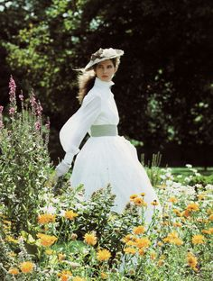 Prairie Revival, Laura Ashley - if this look was in, I would be wearing this all the time. So elegant! Laura Ashley Clothing, Laura Ashley Fashion, Ashley Clothes, 90s Fashion, Fashion Beauty, Vintage Fashion, Vintage Style, Vintage Romance, Victoria Magazine