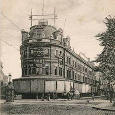 De ModeNatie was een winkel die de naam Old England droeg, waar mannen- en kinderkleding werd verkocht. De bovenste verdiepingen van het gebouw hoorden bij het Hotel Central.