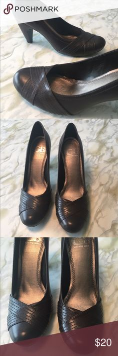 Gianni Bini brown round-toe pumps, Sz 7.5 Stylish and comfortable. Great for work. Color is a very dark brown. Excellent used condition. Gianni Bini Shoes Heels