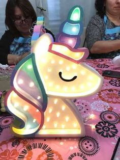 Light up unicorn Real Unicorn, Magical Unicorn, Cute Unicorn, Rainbow Unicorn, Unicorn Rooms, Unicorn Bedroom, Kobold, Unicorns And Mermaids, Unicorn Birthday Parties