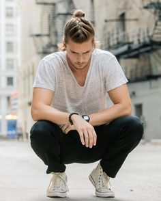 Braids for Men Hairstyle Pictures for 2019 - - Men's Braids or Braid Hairstyles for Men's ultimate list different braid styles for 2019 that even those with short hair or shaved sides can rock! Mens Ponytail Hairstyles, Cool Hairstyles For Men, Haircuts For Men, Men's Hairstyles, Hipster Haircuts, Formal Hairstyles, Hair And Beard Styles, Curly Hair Styles, Mens Long Hair Styles