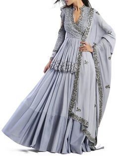Indian Gowns Dresses, Indian Fashion Dresses, Dress Indian Style, Indian Designer Outfits, Pakistani Dresses, Indian Outfits, Designer Dresses, Ethnic Outfits, India Fashion