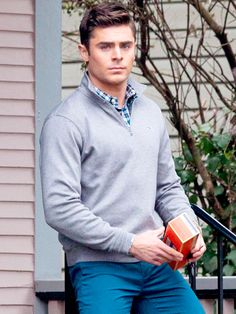 Star Tracks: Thursday, January 15, 2015 | DIRTY SOUTH | Zac Efron keeps his cool (and looks good doing it) on the set of his movie Dirty Grandpa in Atlanta, Georgia, on Wednesday.