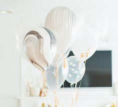 High quality Qualatex black and white marble balloons Unique and elegant wedding and party decorations  Can be inflated with air or helium. Dimension
