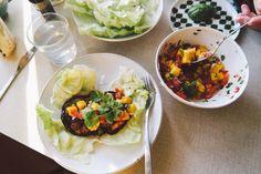 Falafel i vitkål med mangosalsa - flora.metromode.se