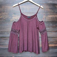 vintage acid wash cold shoulder boho shirt (more colors) - shophearts - 1 Boho Fashion, Fashion Outfits, Womens Fashion, Autumn Fashion, Mode Xl, Summer Outfits, Cute Outfits, Estilo Hippie, Tee T Shirt