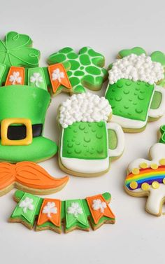 Patrick's Day Green Beer, Shamrocks, Leprechaun Hat and Moustache cookies with royal icing and simple airbrushing. Beer Cookies, St Patrick's Day Cookies, Fancy Cookies, Cute Cookies, Royal Icing Cookies, Sugar Cookies, St Patricks Day, Saint Patricks, Royal Icing Templates