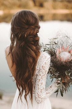 Amazing Boho Wedding Hairstyles For Tender Bride Need a perfect bohemian wedding hairstyle? Here you can find lots of boho wedding hairstyles, from elegant updos to most creative ideas. Long Hair Wedding Styles, Wedding Hairstyles For Long Hair, Wedding Hair And Makeup, Hair Makeup, Fall Hairstyles, Bridesmaid Hairstyles, Long Curly Wedding Hair, Formal Hairstyles, Hairstyle Men
