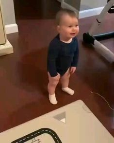 Funny Baby Memes, Cute Funny Baby Videos, Cute Funny Babies, Funny Videos For Kids, Funny Short Videos, Cute Kids, Cute Baby Boy Images, Funny Baby Pictures, Baby Talking