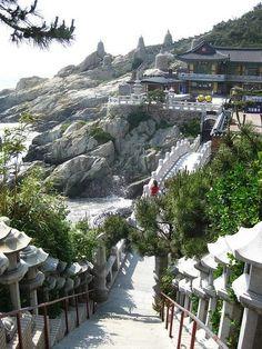 Bit far from seoul? Haedong Yonggungsa, the seaside temple of Busan, South Korea Busan South Korea, South Korea Travel, Asia Travel, Laos, Republik Korea, Beautiful World, Beautiful Places, The Rok, Places To Travel