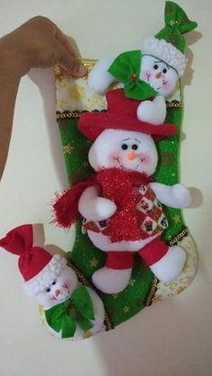Botas de dulces Merry Stockings, Felt Christmas Stockings, Felt Christmas Decorations, Christmas Wreaths, Christmas Crafts, Christmas Ornaments, Holiday Decor, Christmas Room, Christmas Holidays
