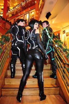 Tron Cosplay. I love that cosplay. And that cosplayer. It fits her sooooo well... My gosh that ass !!!