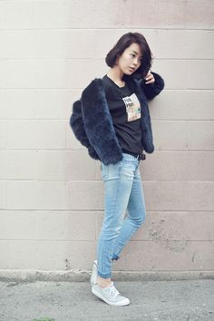 Definitive proof that there's nothing wrong with wearing fur with jeans and rubber-soled shoes: | 29 Looks For Women Who Don't Want To Wear Heels