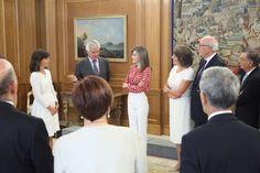 Audiencia de la Reina Letizia al Consejo Ejecutivo de la Asociación Esp. Contra el Cáncer (AECC) 09-09-2016 #Cancer #Letizia #ReinaLetizia #LetiziaDeEspaña #LetiziaReina #QueenLetizia #SpanishRoyalFamily #FamiliaRealEspañola #CasaRealDeEspaña #MonarquiaEspañola #CasaReal #SpanishMonarchy #CasaBorbon #CasaBorbón #CasaDeBorbón #CasaDeBorbon #CoronaDeEspaña #CoronaEspañola #ReinoDeEspaña #Spain #España