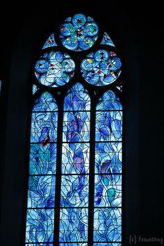 [Travel in Germany * Mainz Stained Glass Church, Modern Stained Glass, Stained Glass Panels, Stained Glass Art, Church Windows, Gothic Windows, French Cathedrals, Mosaic Garden, Garden Art
