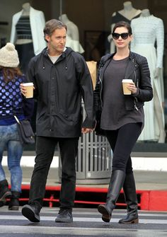 Anne Hathaway: Baby Bump Watch - http://site.celebritybabyscoop.com/cbs/2016/01/07/hathaway-baby-bump-watch #AdamShulman, #AnneHathaway, #Babybump, #Babybumpwatch, #Maternity, #MomToBe, #Rain