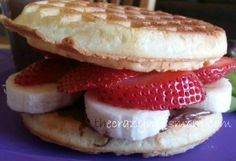 Banana Split Sandwich!  Make this super tastey and healthy version of a banana split and put it in their school lunch. | www.thecrazynutsmom.com
