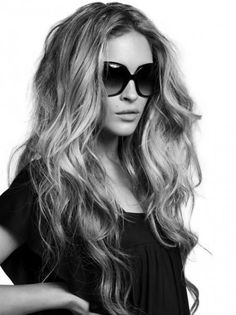 Wavy hair with volume and middle part